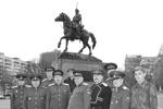 Миниатюра - казаки у памятника